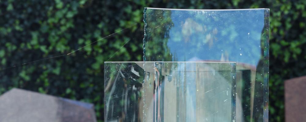 Glazen grafsteen, grafmonument | Aries Natuursteen