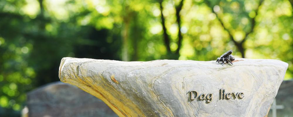 Natuursteen grafsteen, grafmonument   Aries Natuursteen