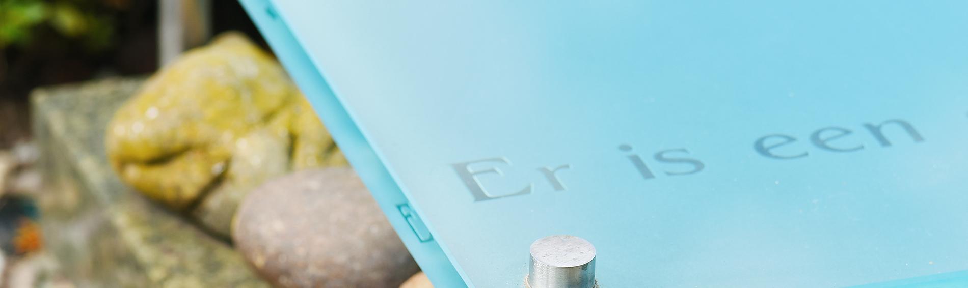 Glazen plaat voor grafsteen | Ariës Natuursteen